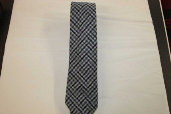 Scottish 100% Wool Woven Tweed Tie (Grey/Black Dogtooth Pattern)
